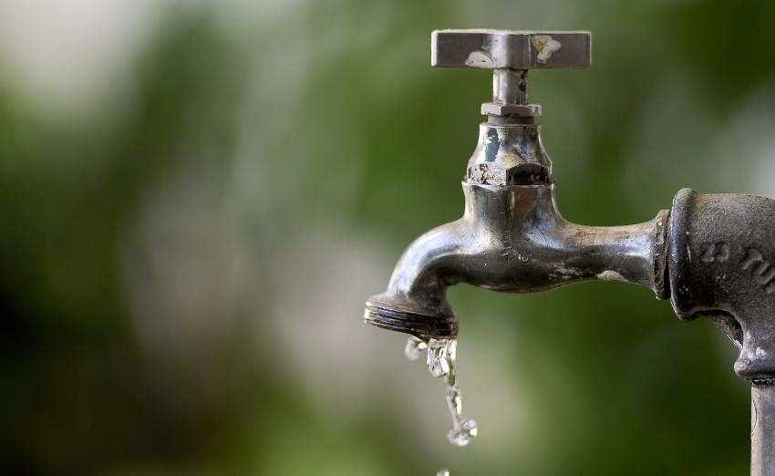 torneira-agua-falta-de-agua-sabesp-1442879279476_850x522